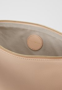 Coccinelle - BEST CROSSBODY SOFT - Clutch - nude - 4