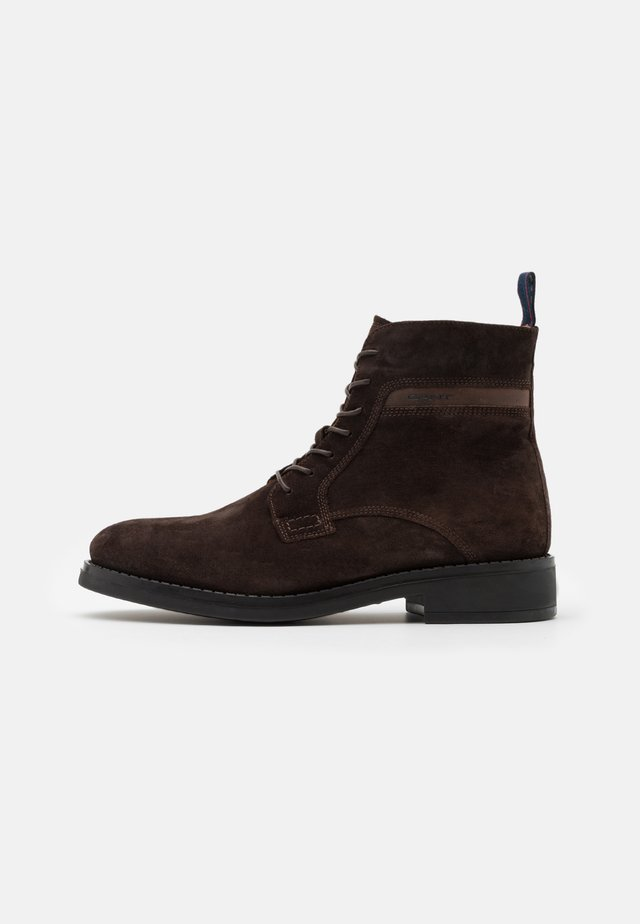 BROOKLY - Botines con cordones - dark brown