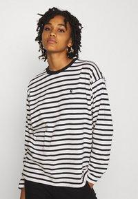 Carhartt WIP - ROBIE  - Long sleeved top - wax/black - 3