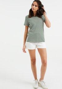 WE Fashion - Print T-shirt - dark green - 1