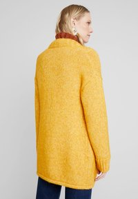 MAERZ Muenchen - LANG ARM - Gilet - spicy yellow - 2