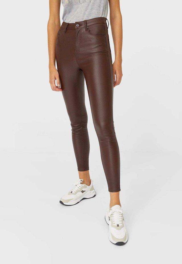 MIT HOHEM BUND - Kalhoty - mottled dark brown
