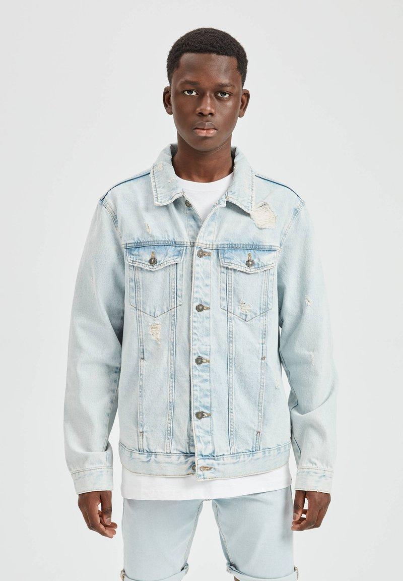 PULL&BEAR - Džínová bunda - light blue