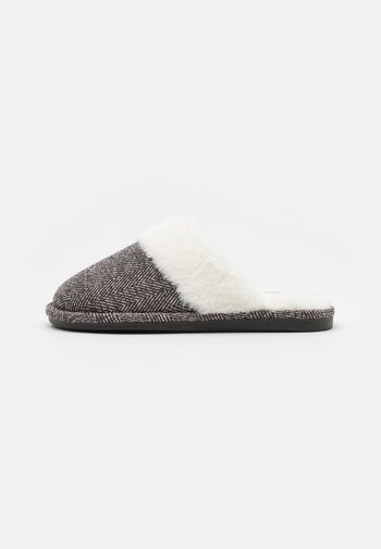 LACHLAN SLIPPERS