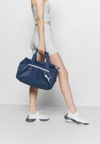 Puma - FUNDAMENTALS SPORTS BAG XS UNISEX - Sports bag - dark denim - 0