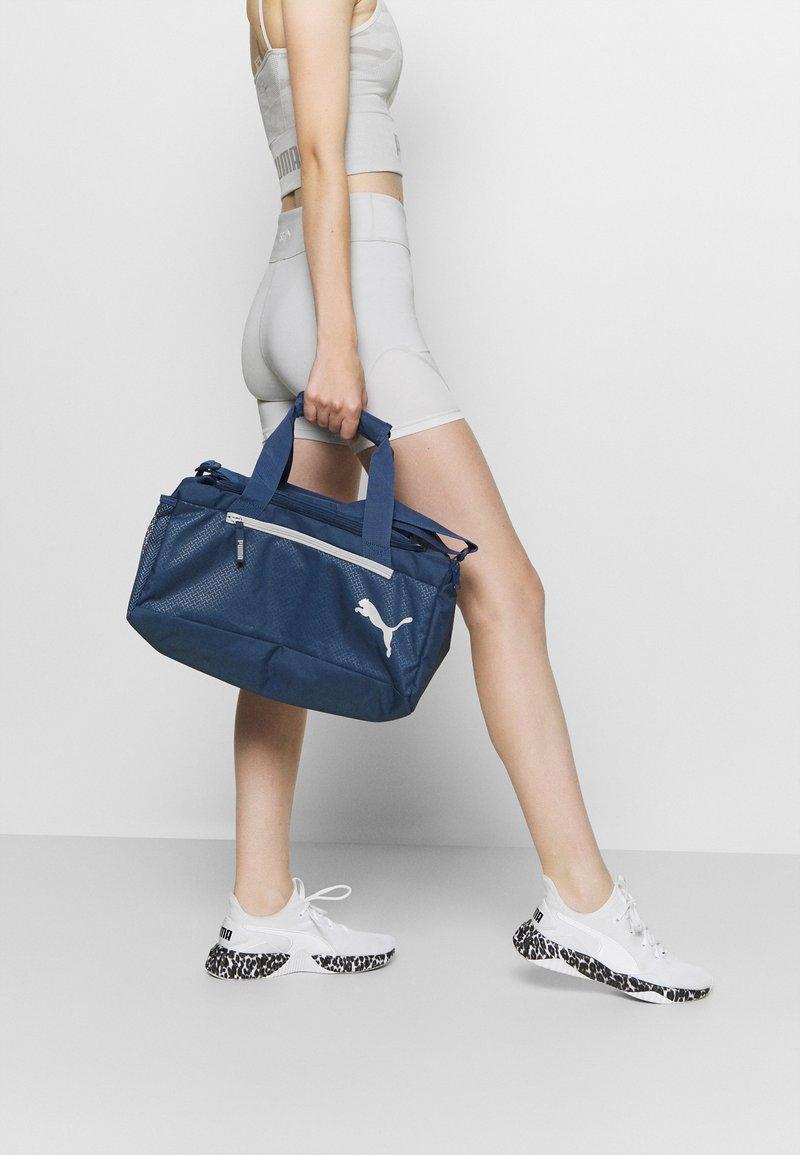 Puma - FUNDAMENTALS SPORTS BAG XS UNISEX - Sports bag - dark denim