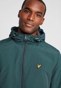 Lyle & Scott - ZIP THROUGH HOODED JACKET - Summer jacket - jade green - 5