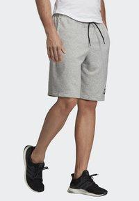 adidas Performance - MUST HAVES BADGE OF SPORT SHORTS - Sports shorts - gray - 2
