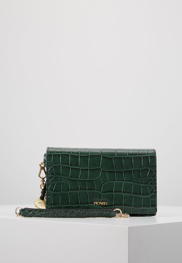 WEIMAR - Bandolera - pinegreen