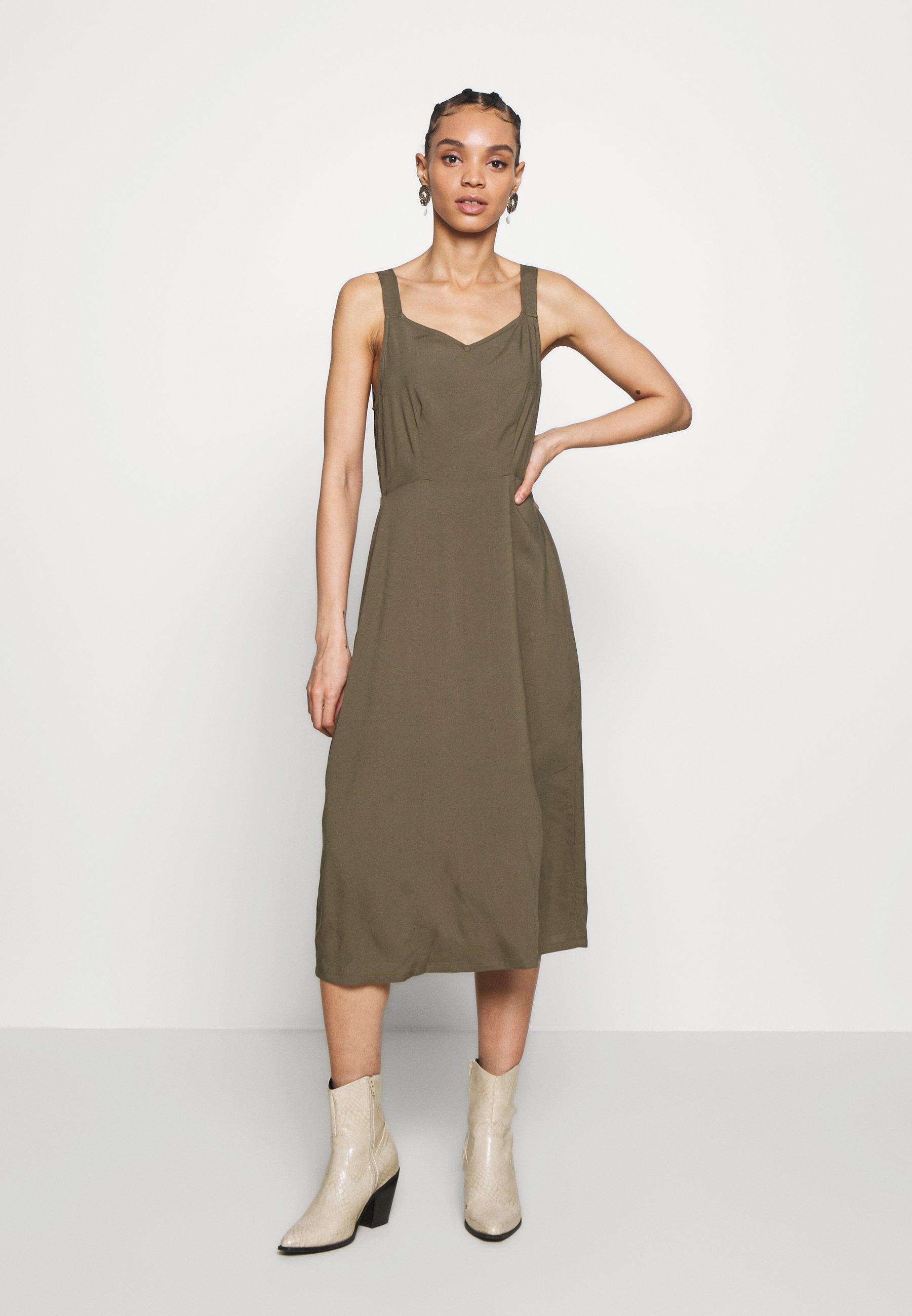 VMSIMPLY EASY STRAP CALF DRESS   Freizeitkleid   ivy green