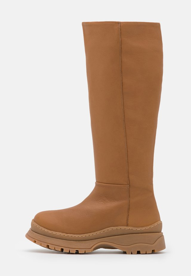 SLFLUCY HIGH SHAFTED BOOT  - Plateaulaarzen - cognac