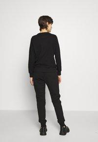 Versace Jeans Couture - LADY TROUSER - Teplákové kalhoty - nero - 2