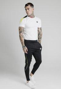 SIKSILK - FADE PANEL  - T-shirt print - white - 1