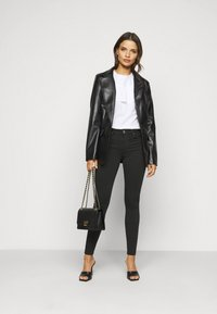 Vero Moda Petite - VMLUX SUPER - Slim fit jeans - black - 1