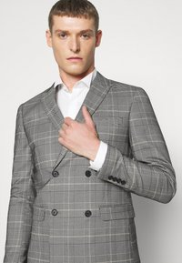 Lindbergh - DOUBLE BREASTED CHECK SUIT - Suit - brown - 6