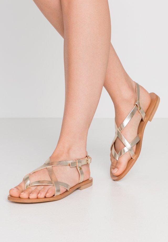 Sandály s odděleným palcem - platine