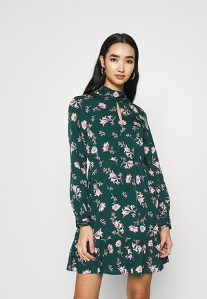 VMROBIN SHORT DRESS - Day dress - ponderosa pine/robin flower