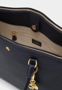 Lauren Ralph Lauren - SATCHEL LARGE SAFFIANO - Handbag - navy - 3