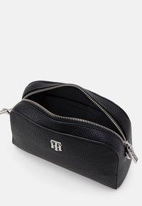Tommy Hilfiger - ESSENCE CROSSOVER - Across body bag - black - 2