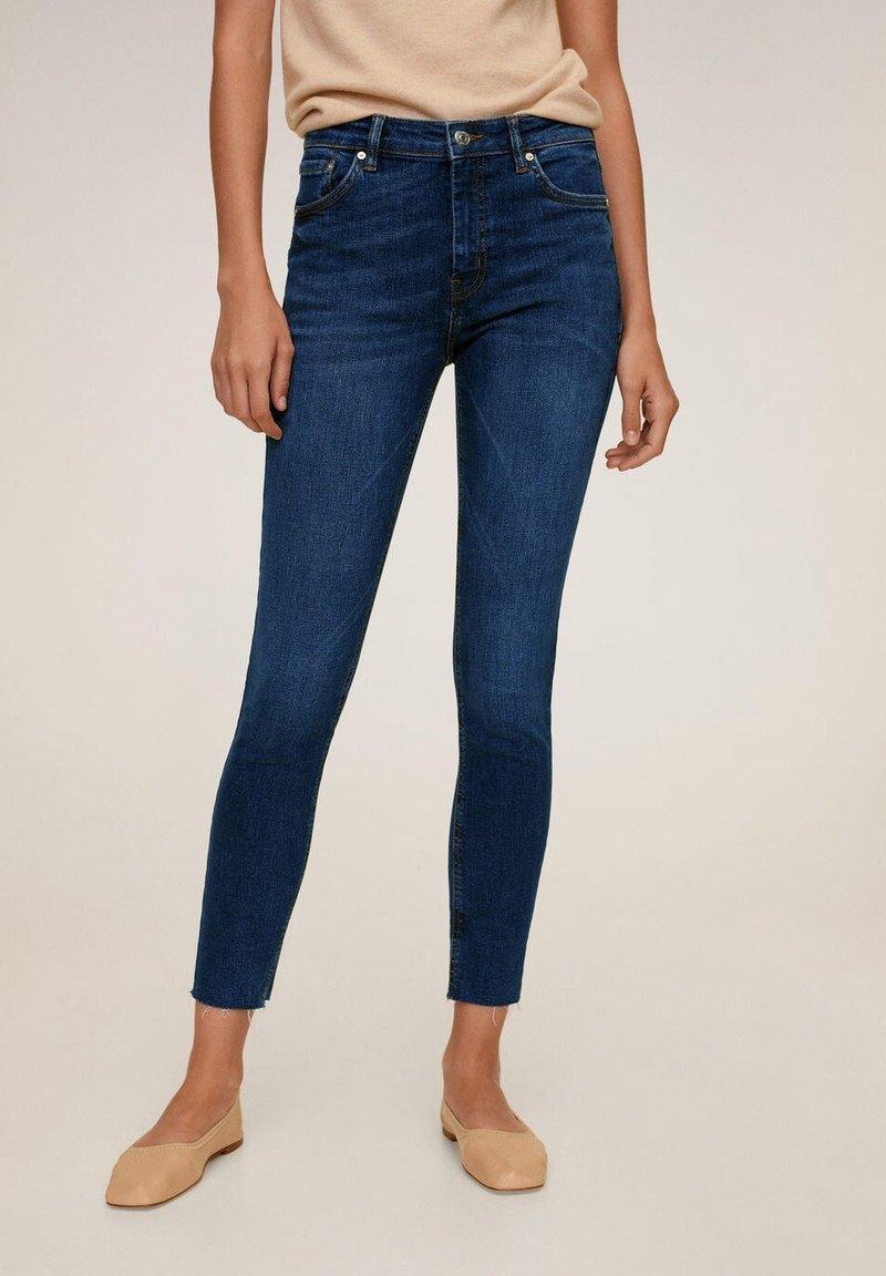 Mango - SKINNY JEANS IN 7/8-LÄNGE ISA - Jeans Skinny Fit - dunkelblau