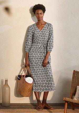DARIA - Day dress - naturweiß, palmenkachel