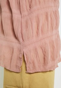 Missguided - SHEER CRINKLE EXTREME OVERSIZED SHIRT - Button-down blouse - blush - 3