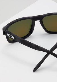 Oakley - HOLBROOK - Sonnenbrille - prizm ruby - 2