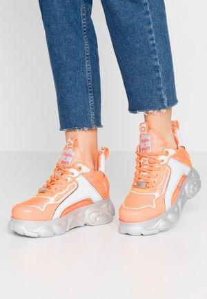 BUFFALO X J1MO71 BY LISA AND LENA - Sneakers laag - neon orange