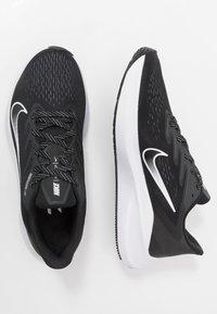 Nike Performance - ZOOM WINFLO  - Obuwie do biegania treningowe - black/white/anthracite - 1
