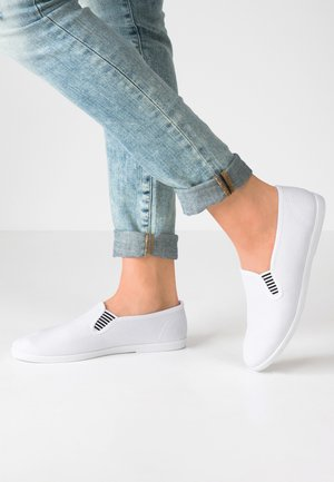 Loaferit/pistokkaat - white