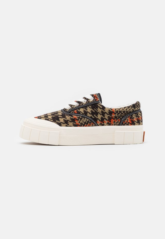 CHECK UNISEX - Trainers - brown/orange