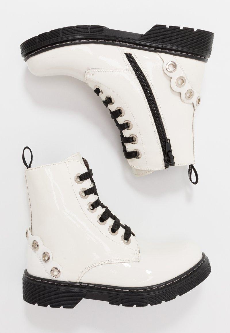 Laura Biagiotti - Šněrovací kotníkové boty - white