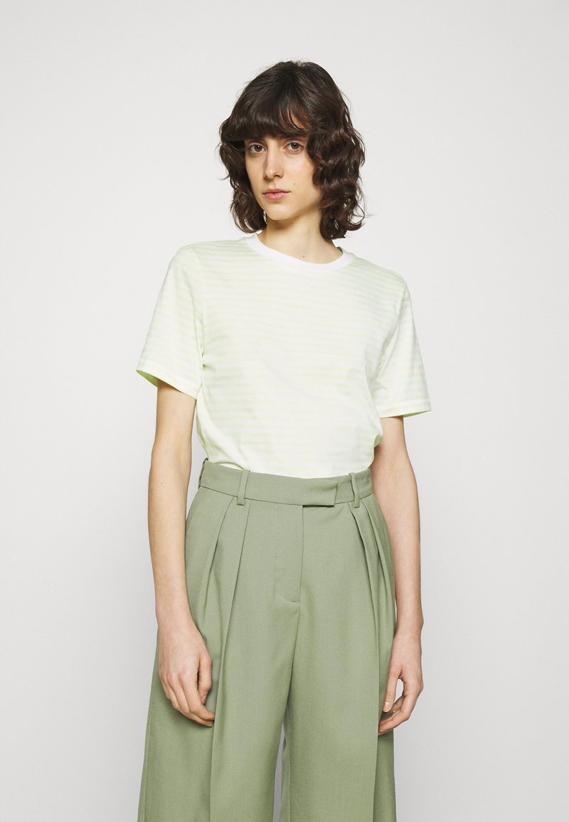 Selected Femme - PERFECT BOX CUT - Print T-shirt - young wheat/snow white