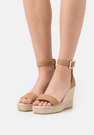 DIJON - Korkeakorkoiset sandaalit - sable