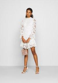 Never Fully Dressed - WHITE GEORGIA MINI DRESS - Kjole - white - 1