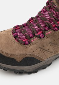 Hi-Tec - ENDEAVOUR WP WOMENS - Zapatillas de senderismo - brown/black/fuschia - 5