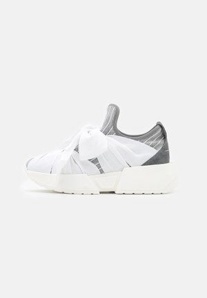 Slip-ons - drizzle/white