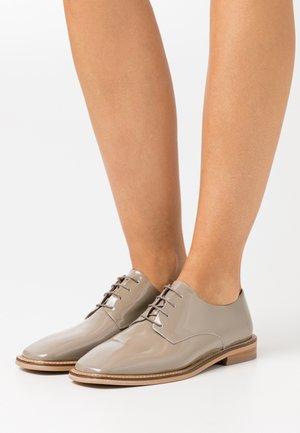 DARRECON - Lace-ups - gris