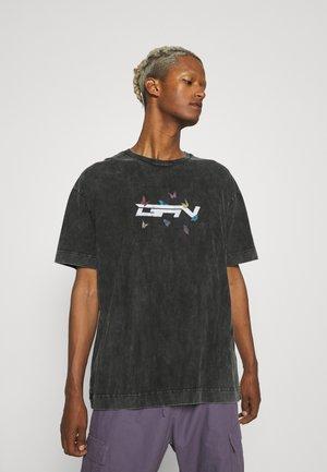 GREY ACID WASH BUTTERFLY - T-shirt print - grey