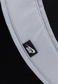 Nike Sportswear - ELEMENTAL UNISEX - Reppu - sky grey/sky grey/washed coral - 7