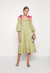 Who What Wear - OFF THE SHOULDER DRESS - Shirt dress - cedar/doll pink - 1