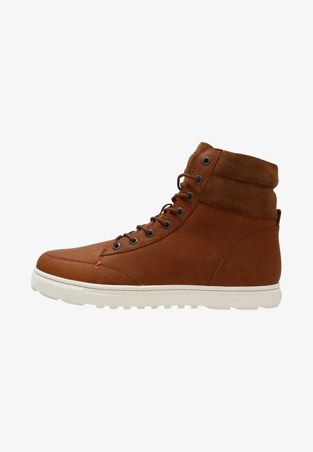 DUBLIN MERLINS - Sneakersy wysokie - cognac/off white