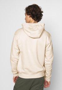 Nike Sportswear - CLUB HOODIE - Luvtröja - light bone/white - 2