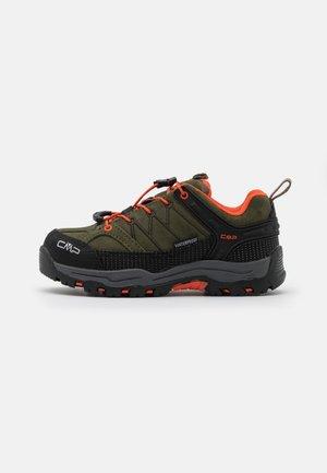 KIDS RIGEL LOW TREKKING SHOES WP - Hiking shoes - olive/orange fluo