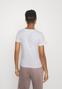 Tommy Jeans - SOFT TEE - Basic T-shirt - silver grey heather - 2
