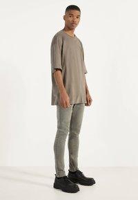Bershka - Jeans Skinny Fit - light grey - 1