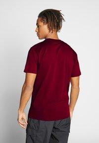 Vans - CLASSIC - Print T-shirt - port royale-white - 2
