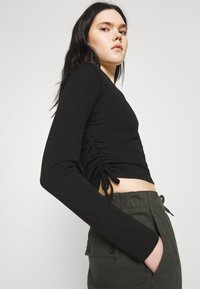 BDG Urban Outfitters - RUCHED  - Long sleeved top - black - 3