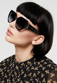 Marc Jacobs - Occhiali da sole - black - 1