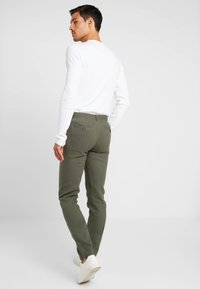 Springfield - PANT BASICO - Trousers - olive - 2